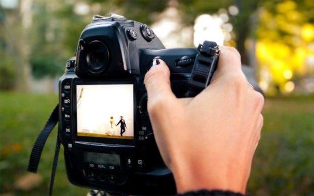 Привабливі подружки нареченої спокусили фотографа