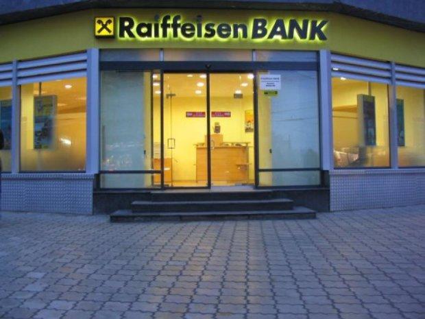 Raiffeisen Bank закриє філії в 15 містах Росії