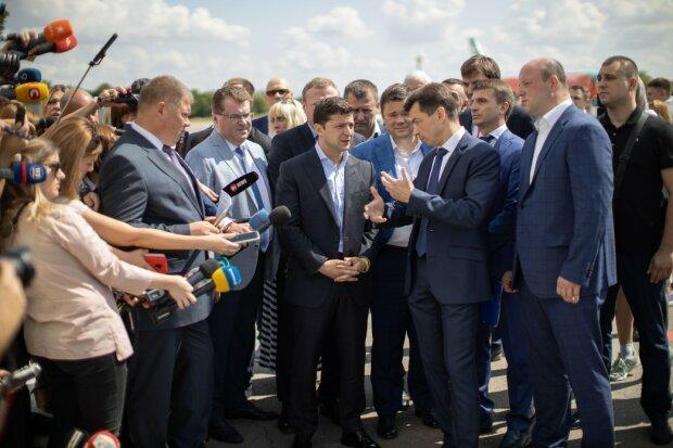 """Нардепы """"Слуги народа"""" поделились тайнами беседы с Зеленским: """"Президент опять попросил..."""""""