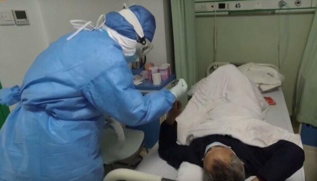 хворий у лікарні, скріншот з відео