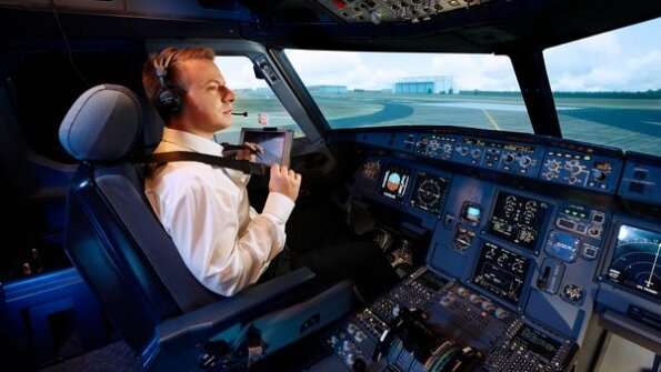 Пілот, Aviation Week