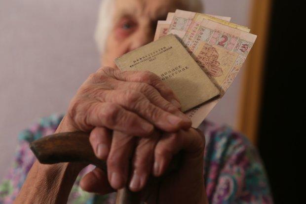 На 2 долара: українських пенсіонерів приголомшили передноворічним плювком в обличчя