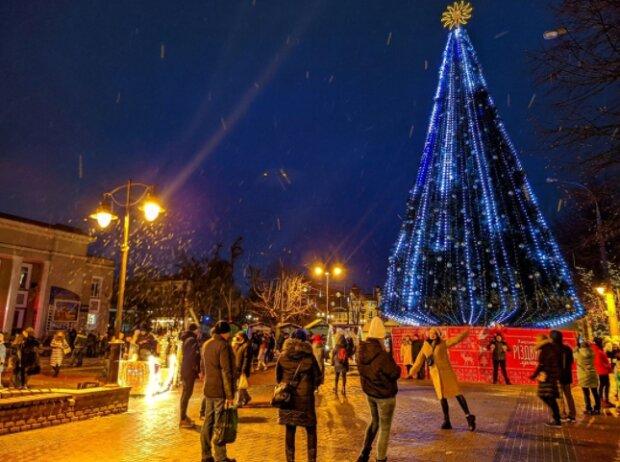 """Хмельнитчане """"оккупировали"""" центр города, на карантин - плевать: """"С Новым счастьем!"""""""