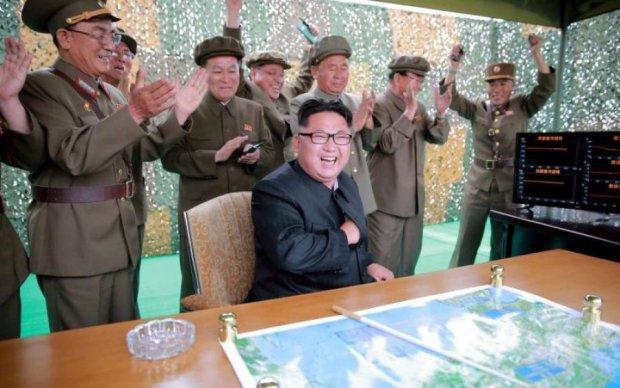 """Відмова від ядерної зброї: Шалений Кім замислив якусь """"многоходовочку"""""""