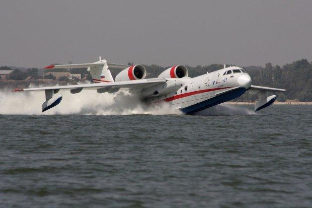 """""""Пройшовся черевцем по воді"""": китайці випробували гігантську металеву амфібію"""