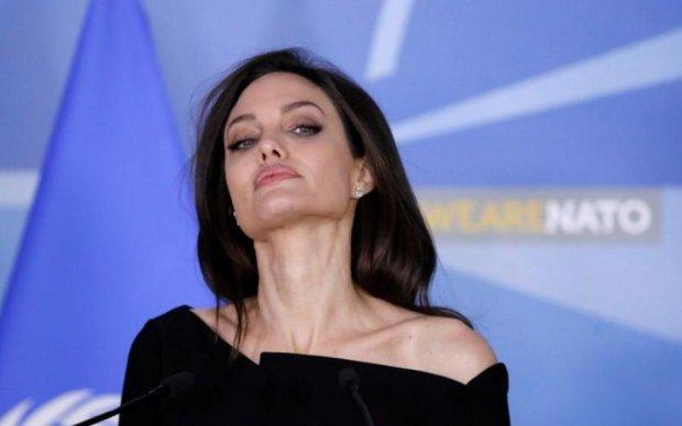 Абсолютно ненормальна: Пітт відверто розповів про стан Джолі