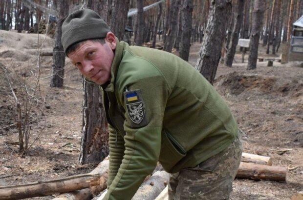"""Заготовка матерiалу для облаштування позицiй, фото: """"АрміяInform"""""""