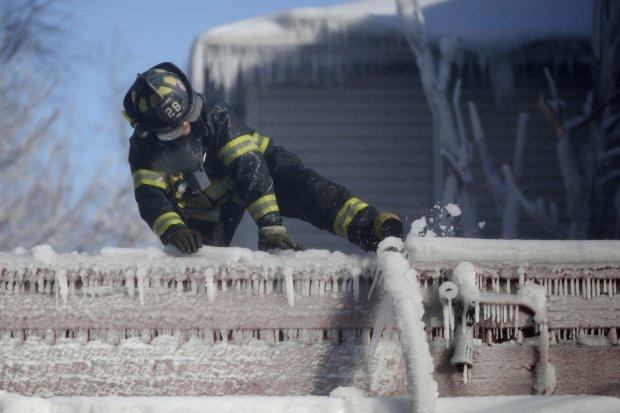 США окутали сибирские морозы, есть погибшие: подробности климатической трагедии