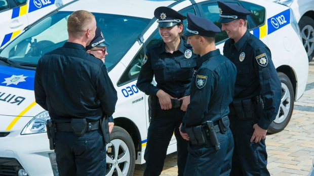 Копи, гонитва і багато алкоголю: вечірній Київ розважав божевільний автогонщик