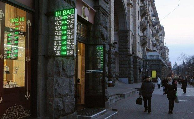 Курс валют на 13 березня: долар здійняв бунт