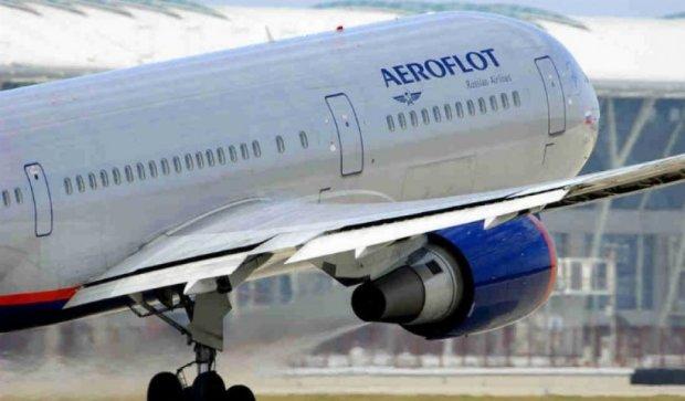 """""""Путін вас вб'є"""" - погрозами зірвали виліт літака з Парижа (відео)"""