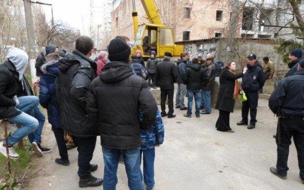 Жители Николаева жалуются на строительство АТБ во дворе жилого дома
