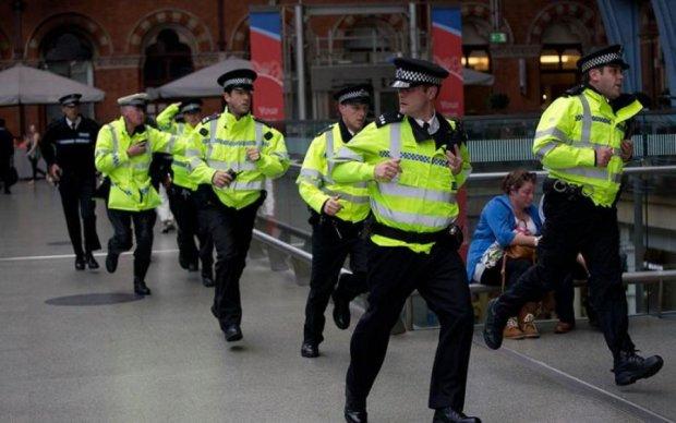 На великій швидкості: в Британії протаранили натовп підлітків