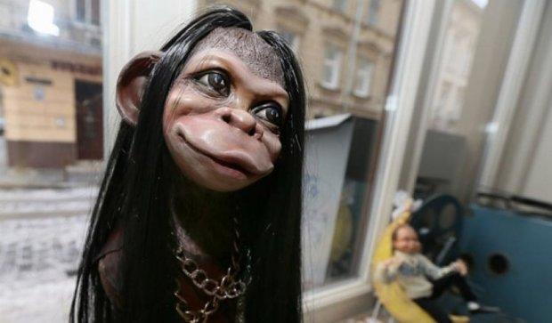 Лялькового мавпу-Вакарчука і Дзідзьо показали у Львові (фото)