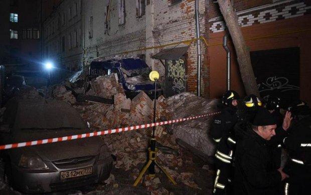 В центре Москвы обрушилось админздание: много спасателей и скорых