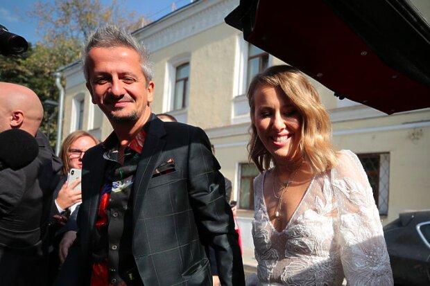 Свадьба Собчак и Богомолова: Ксения впервые показала роскошное свадебное платье