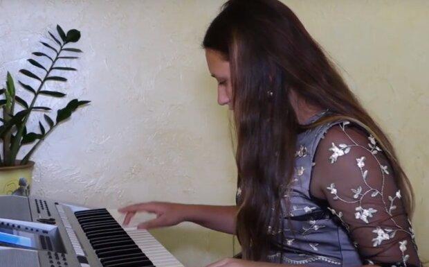 Юная тернополянка влюбила в себя всю Украину - пианистка, певица и яркая красавица