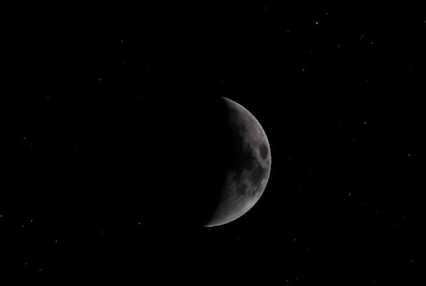 Місяць, скріншот з відео