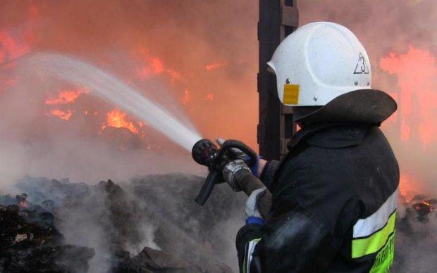 Балаклея снова в огне: власть собирает спасателей отовсюду