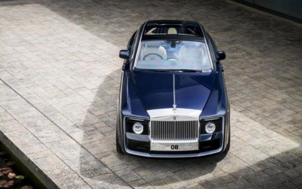 Rolls-Royce представила уникальное купе Sweptback