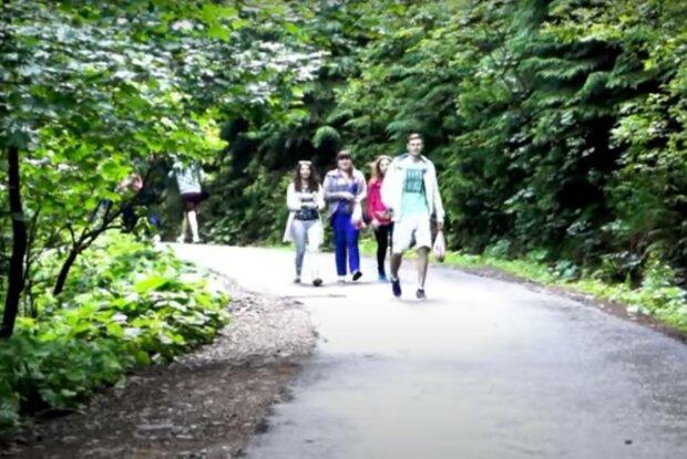 люди, скріншот з відео