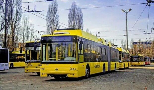 Люди добираються пішки: у Києві - НП з громадським транспортом, - перші подробиці