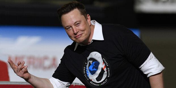 Ілон Маск оголосив набір космічних туристів