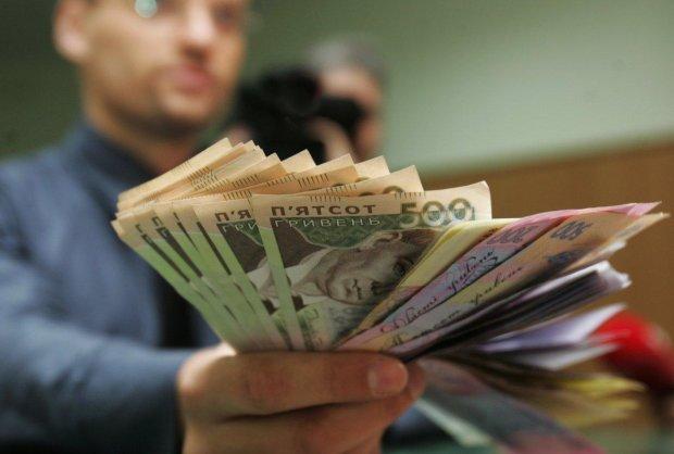 Нацбанк зазіхнув на гроші  українців і приготував до найгіршого: вибору нема