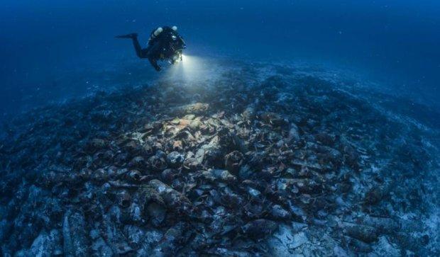 Археологи обнаружили останки корабля с тысячами амфор