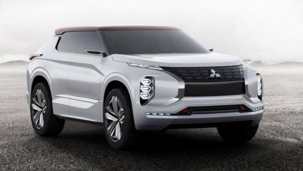 Mitsubishi створив позашляховик з трьома двигунами