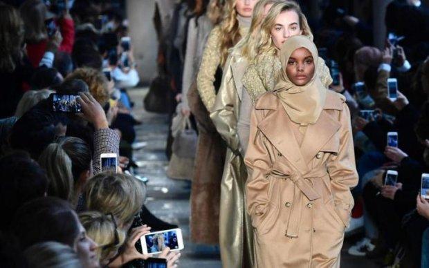 Пикантное мини-бикини известной актрисы задело Аллаха