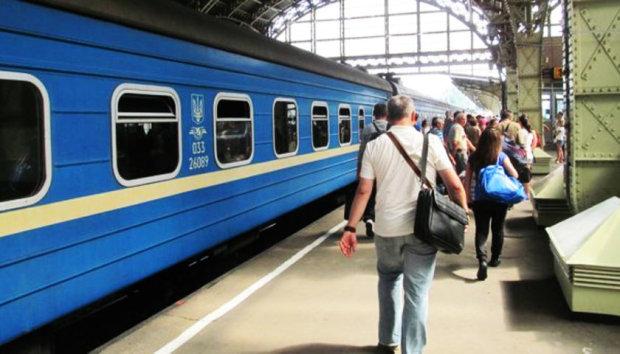 """Українцям допоможуть впоратися з """"Укрзалізницею"""": шалена сума за однієї умови"""