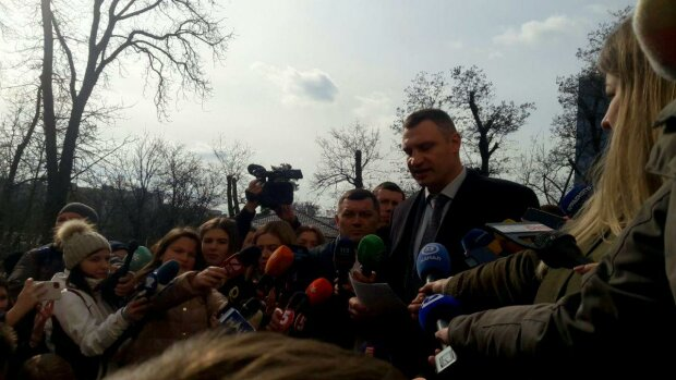 Виталий Кличко, Александровская больница - фото Знай.uа