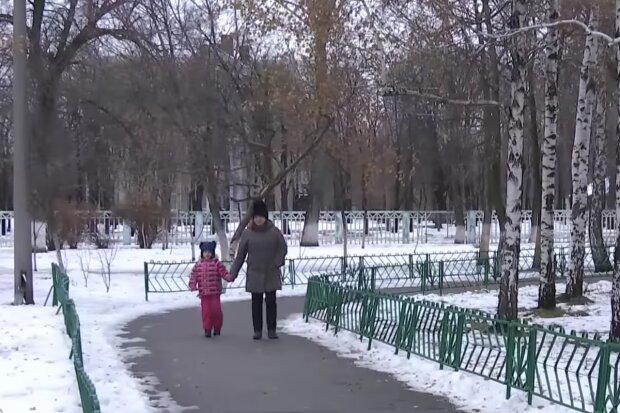 Аліменти на дитину, кадр з відео