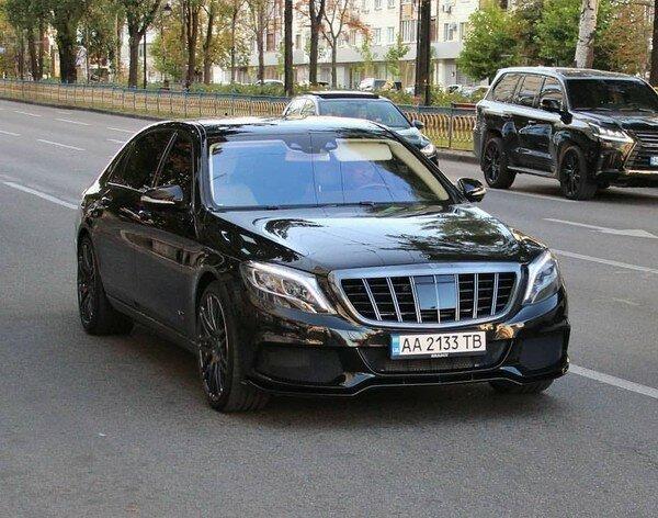 """В Киеве засекли уникальный Mercedes, автолюбители пускают слюни: """"О таком можно только мечтать"""""""