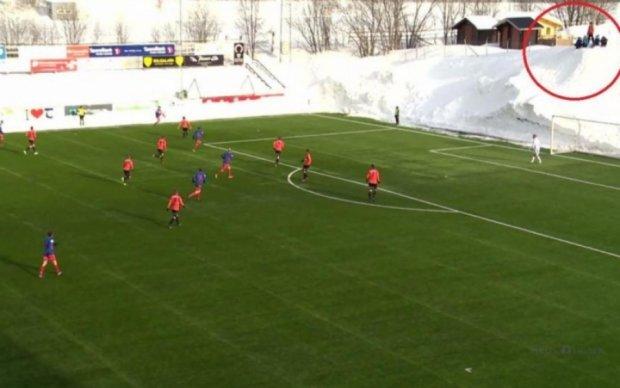 У Норвегії футбольний матч пройшов в оточенні дев'ятиметрових заметів