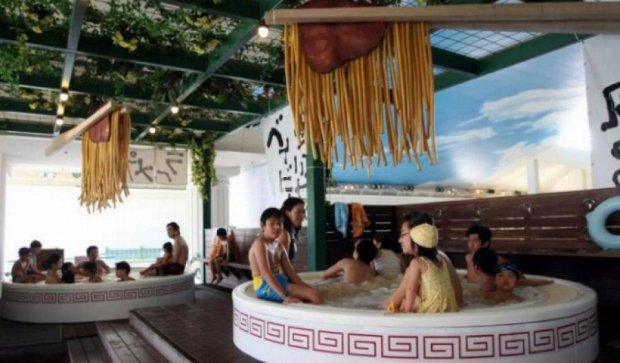 В спа-салонах Японии принимают ванны из лапши