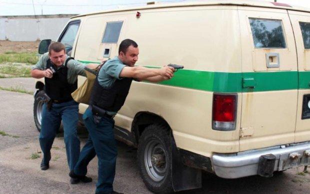 Берегитесь: инкассаторов вооружили и разрешили стрелять