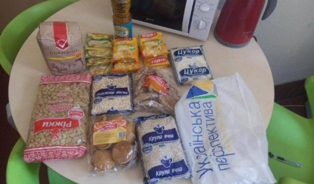 Экс-регіонал Вілкул роздає виборцям макарони і солодощі