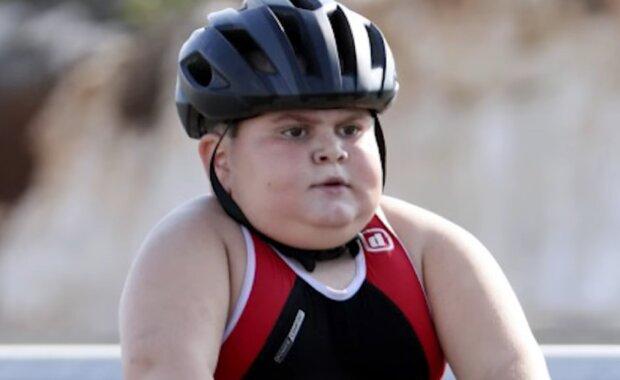 """8-річний хлопчик оголосив війну смертельній хворобі: """"Доживу до двадцяти"""""""
