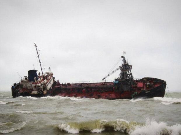 Затонулий під Одесою бункер, фото: Думская