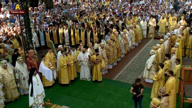 В Киеве стартовал Крестный ход ПЦУ: сотни тысяч верян молятся за Украину, видео онлайн