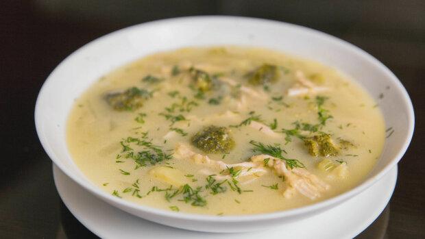 Готуємо разом: покроковий рецепт сирного супу з куркою
