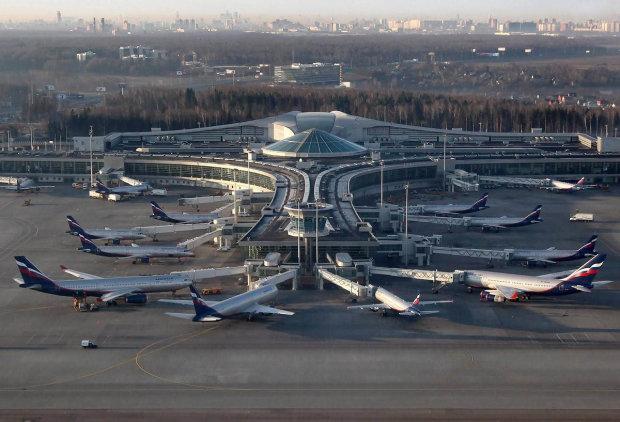 Прокляття Шереметьєво: літак Аерофлоту Superjet 100 зустрічали з пожежними, що трапилося на борту