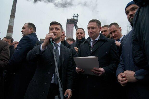 """Зеленский в Львове """"отфутболил"""" голодных шахтеров к губернатору и объяснил, кто тут """"нормальный"""""""