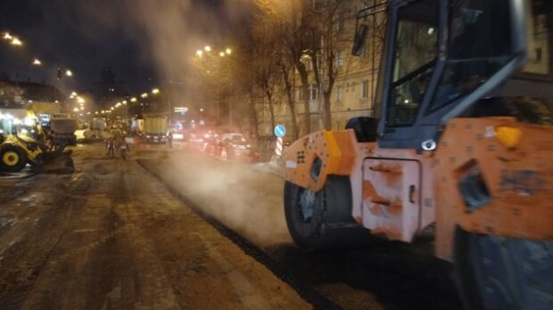 """Кияни висміяли надшвидкий ремонт Шулявського мосту, епічні фото: """"Ідеальна хвилястість!"""""""