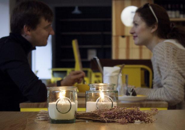 У Дніпрі масово відключають світло: кому доведеться вечеряти при свічках, - список вулиць