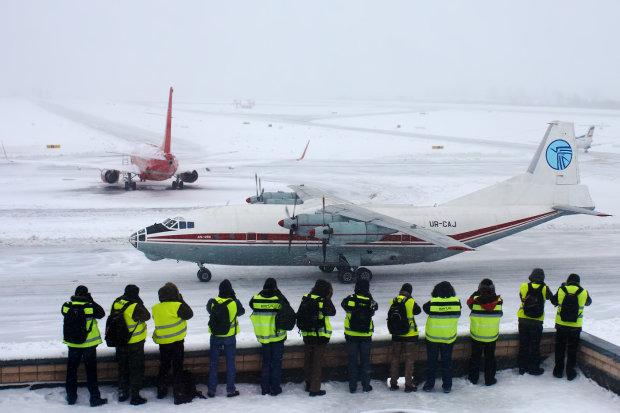 Снегопад изменил работу аэропортов Киева: рейсы отменяют и задерживают