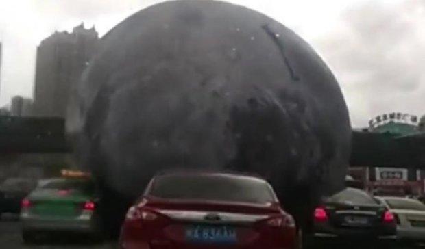 Огромный шар переполошил китайцев