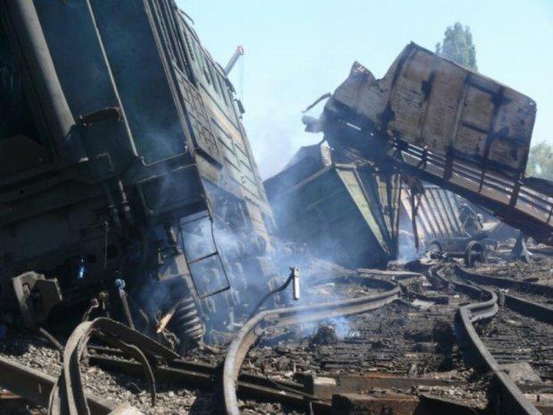 На железной дороге в Харькове подорвали поезд
